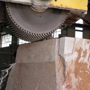 قله بر صنعت سنگبری